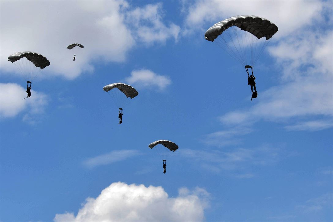 Five Greek paratroopers descend during a free-fall jump from a C-130J Super Hercules during Exercise Stolen Cerberus IV above Megara, Greece, April 22, 2017. The paratroopers descended from 10,000 feet. Air Force photo by Senior Airman Tryphena Mayhugh
