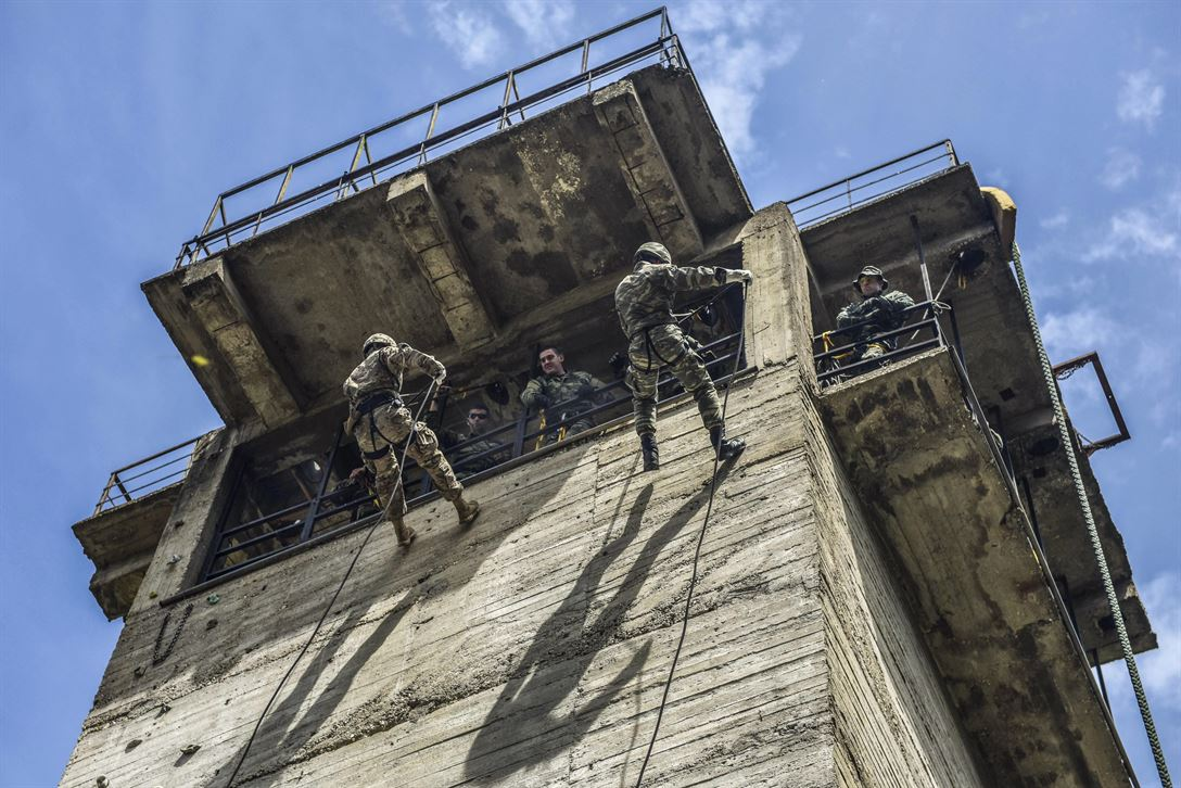 U.S. and Greek paratroopers conduct rappelling training at Camp Rentina in Greece, May 19, 2017, as part of Exercise Bayonet-Minotaur 2017. The bilateral training exercise between U.S. soldiers assigned to 173rd Airborne Brigade and the Greek military focuses on enhancing NATO operational standards and developing individual technical skills. Army photo by Staff Sgt. Philip Steiner