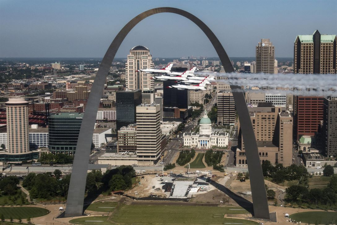 The Thunderbirds, the Air Force flight demonstration squadron, fly by the Gateway Arch in St. Louis, June 12, 2017, while returning to Nellis Air Force Base, Nev. Air Force photo by Tech. Sgt. Christopher Boitz