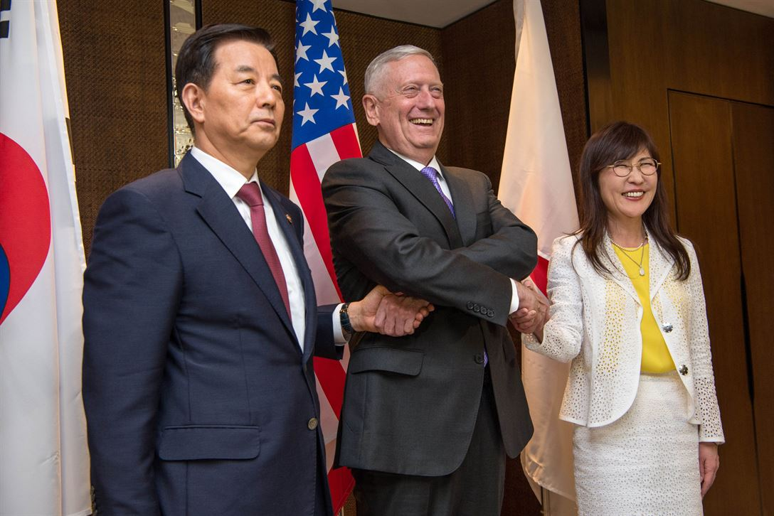 Secretary of Defense Jim Mattis meets with South Korean Defense Minister Han Min-goo and Japanese Defense Minister Tomomi Inada during the Shangri-La Dialogue in Singapore, June 3, 2017. DoD photo by Air Force Staff Sgt. Jette Carr